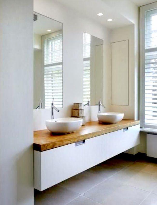 Beautiful bathroom for two with double vanity | Precioso baño para dos con doble lavabo · via www.chic-deco.com