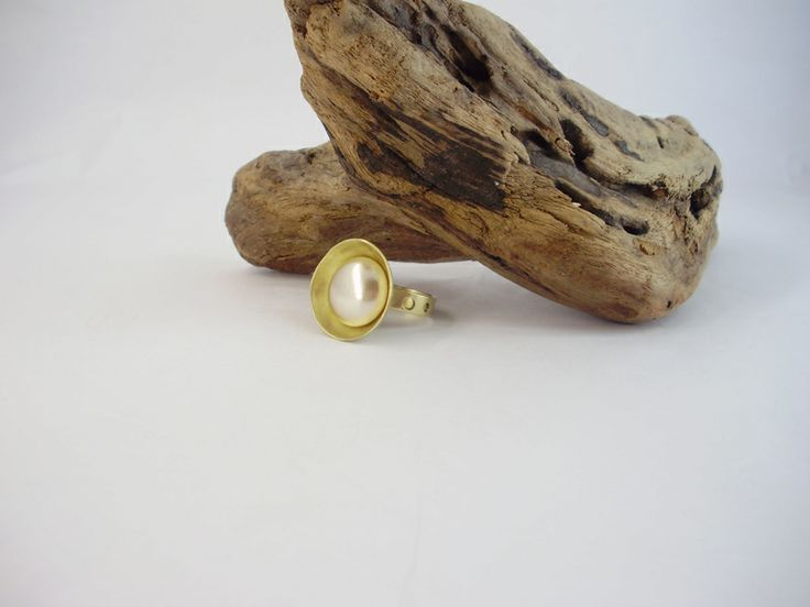 Ring from brass with pearl