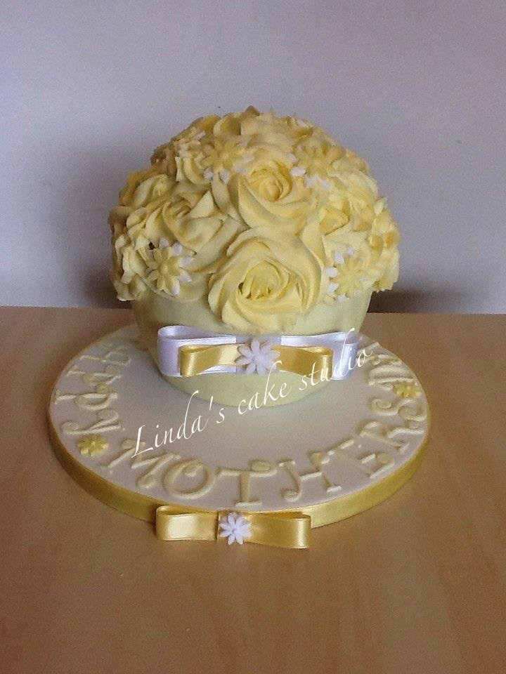 giant cupcake very pretty
