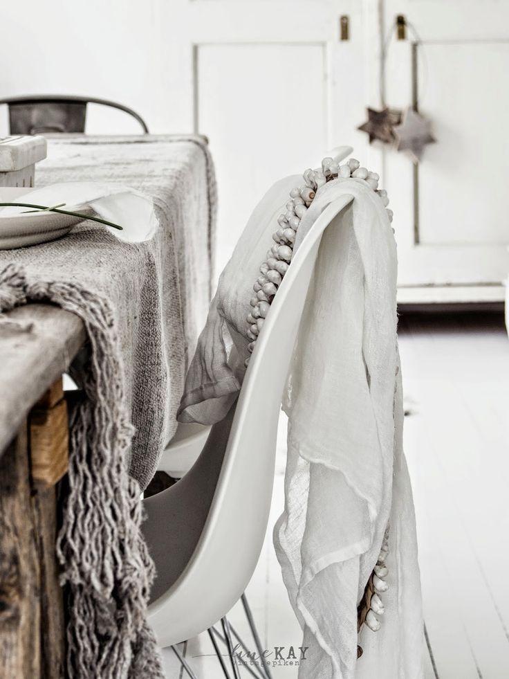 Una sala rustica y muy bohemia. Constrastando texturas | Decorar tu casa es facilisimo.com
