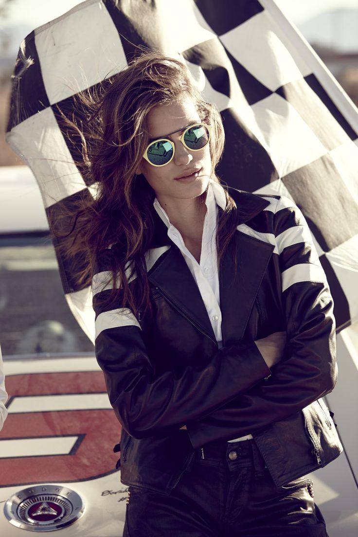 Occhiali da sole WE0147. L'occhiale perfetto per chi vuole darsi un'aria dandy. Questo modello da sole unisex presenta la particolarità e l'inconfondibilità del ponte unico in metallo. #fashion #sunglasses #dandystyle