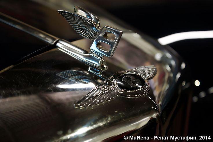 Сегодня в торговом комплексе Prisma на Выборгском шоссе открылась выставка уникальных ретро-автомобилей. В экспопространстве выставки представлены такие ретро-автомобили как Бентли, Мерседес, Форд, Линкольн, Шевроле Корвет, Победа-М20, Москвич-401, ГАЗ-21, ГАЗ-М1, ЗАЗ, ЗИМ, ГЛ-1 и другие.  Больше фотографий - у меня в ЖЖ: http://mu-rena.livejournal.com/542479.html