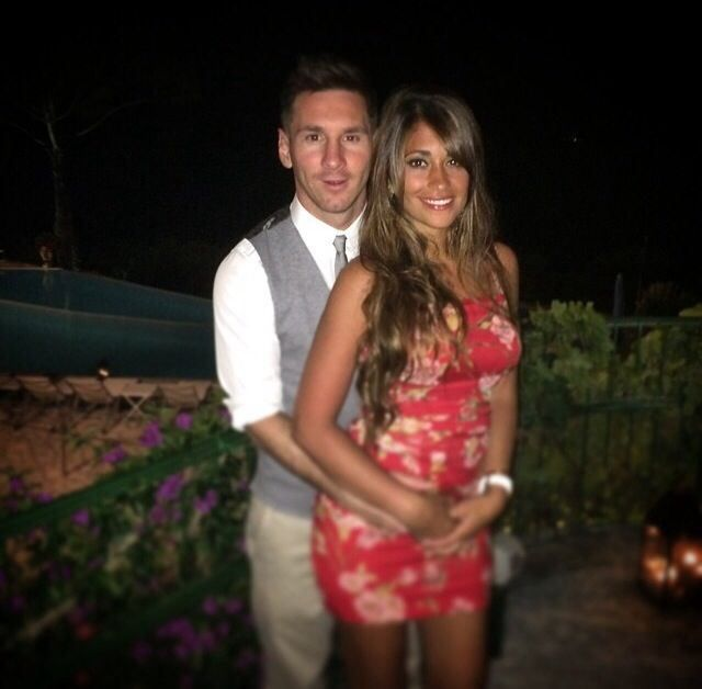 Cutest Couple Ever.. Leo Messi and Antonella Roccuzzo – 14 photos – Morably