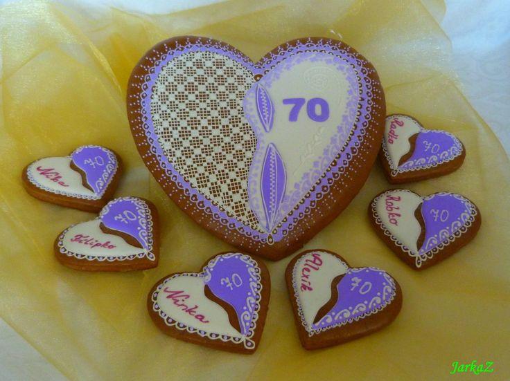gingerbread heart 70th birthday with small hearts - medovníkové srdce k 70. narodeninám