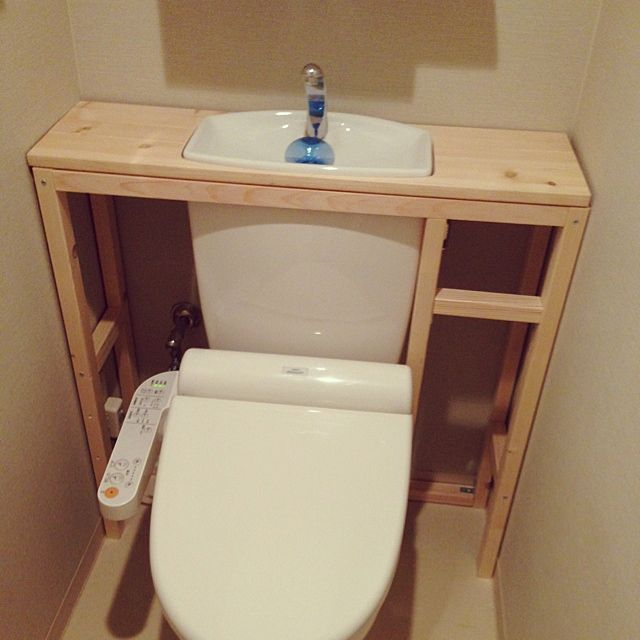 女性で、3LDKのタンクレス DIY/トイレ改造計画/DIY/バス/トイレについてのインテリア実例を紹介。「土台を角材で組み立て、天板を乗せました*\(^o^)/*おおー、ピッタリ〜♡あとはベニヤで全面を隠すのだけど、今日は午前中からずっとやっててヘトヘトなのでここまでにしようかな…。次の週末までお預けかなー^ ^」(この写真は 2014-04-29 17:32:05 に共有されました)