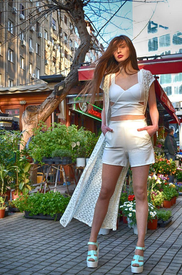 Συνδυάστε λευκό #κιμονό,λευκό τοπ και λευκό σορτς The absolute total #white! #fashion #style #μόδα #γυναίκα #totalwhite #chica_berkay