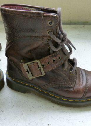 À vendre sur #vintedfrance ! http://www.vinted.fr/chaussures-femmes/bottes-and-bottines/23864614-doc-martens-marron-cuir-vieilli