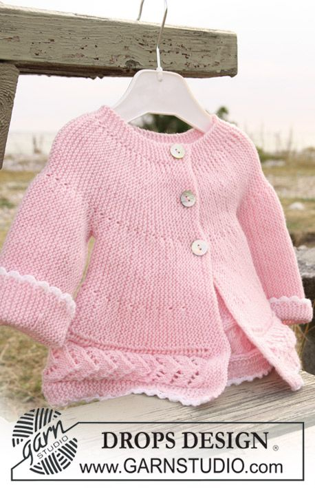 """Con explicaciones, talla desde 1/3 meses hasta 4 años DROPS jacket knitted from side to side in garter st and lace pattern in """"Baby Merino"""". ~ DROPS Design"""