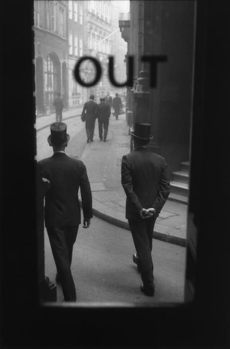 elisebrown:    London,  by Sergio Larrain, 1959