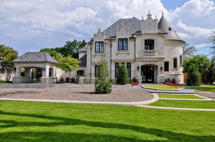 Take a look inside this French chateau in Dallas with its own elevator and a super spa