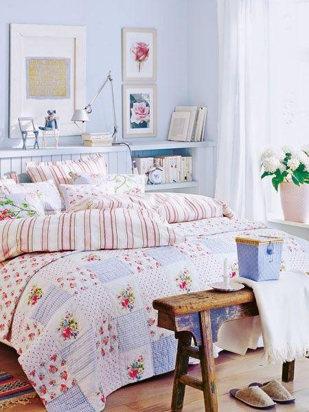 Wenn Sie mit dem Kopfteil Ihres Bettes etwas Abstand zur Wand halten, können Sie ganz leicht eine praktische Ablage schaffen und auch noch über beide Seiten hinaus verlängern.