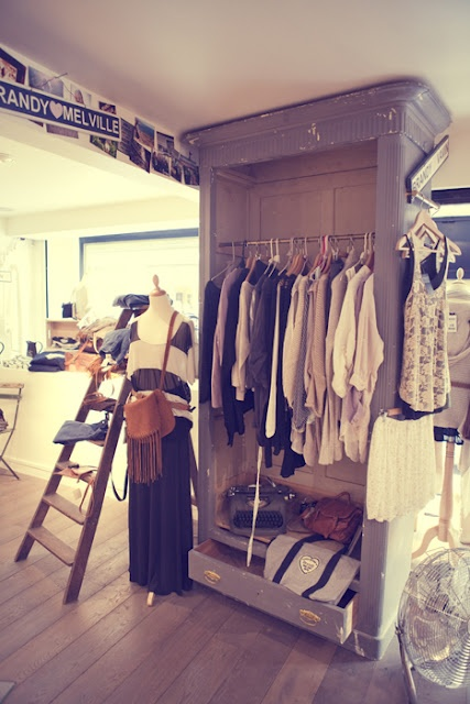 """...a clothing store for women...""""Brandy & Melville"""""""