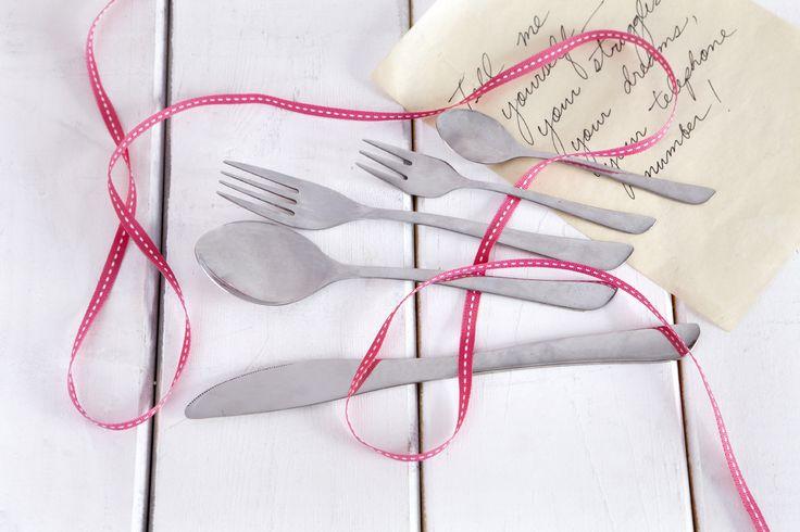Πως να στήσετε ένα επίσημο δείπνο.  How to place the cutlery on a formal or informal dinner.