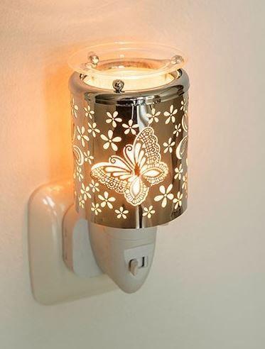 Deze leuke elektrische aromalampjes steek je zo in het stopcontact en in het glazen schaaltje bovenop kan je een soy wax melt doen die dan een heerlijke geur afgeeft.