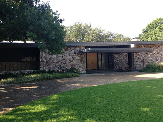 Entry And Single Story Flat Roof Style Smith House Dfw