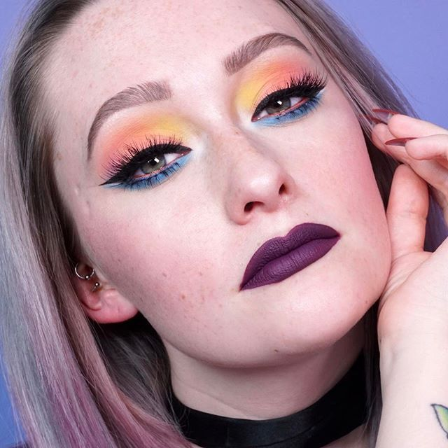 Thank you for all the positive love on this tutorial! Using the brand new @katvondbeauty Pastel Goth palette! Link is in my bio if you haven't seen it  MAKEUP DETAILS:  BROWS: @anastasiabeverlyhills brow wiz in medium brown @tartecosmetics brow powder in Grey.  EYES: @katvondbeauty pastel goth & trooper liner @colourpopcosmetics Puppy on waterline. @houseoflashes pixie luxe & Bambi stacked, precious on bottom.  FACE: no foundation crew. @tartecosmetics shape tape. @illamasqua sculpting kit…