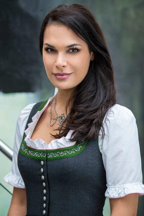 Trachtenmode u. Sportbekleidung aus Salzburg H. Moser Bekleidung Trachten Dirndl Trachtenblusen Kindertrachten Landhausbekleidung