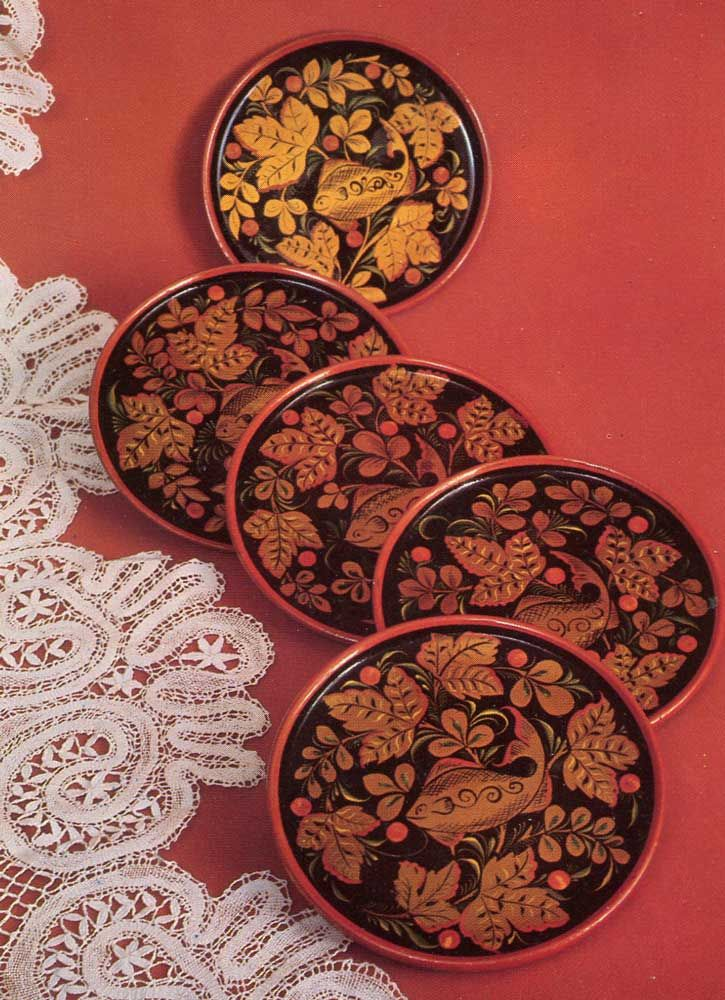 """A set of plates with ornament """"fish""""."""
