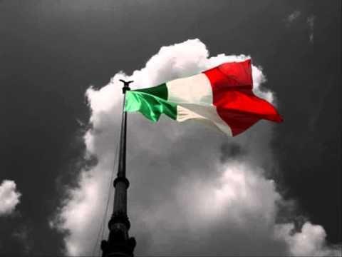 """FRANCESCO DE GREGORI - """"VIVA L'ITALIA"""". Il brano elenca i molti pregi e difetti, del belpaese, passando anche attraverso i periodi più bui della sua storia, come il ventennio fascista. Proprio riguardo a ciò, l'ultimo verso elogia la Resistenza italiana, dicendo «Viva l'Italia, l'Italia che resiste»."""