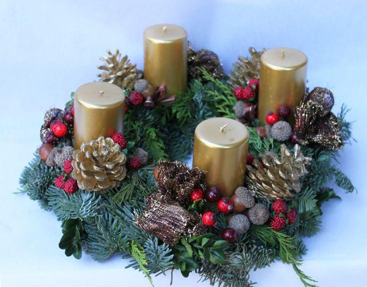 Tradizione vuole che ogni domenica sia accesa una candela, che tutta la famiglia si raduni per cantare Lieder natalizi ed assaggiare i primi dolcetti d'Avvento ed un  buon te' profumato. Ed assaporare la prima magia del Natale.