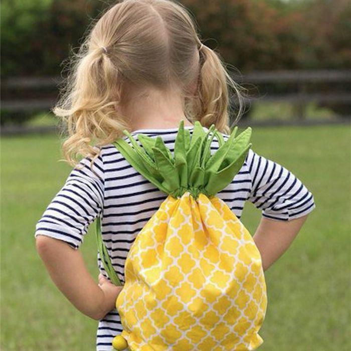 Hola a todos. Hoy en Telas Divinas vamos a aprender a hacer una mochila de...