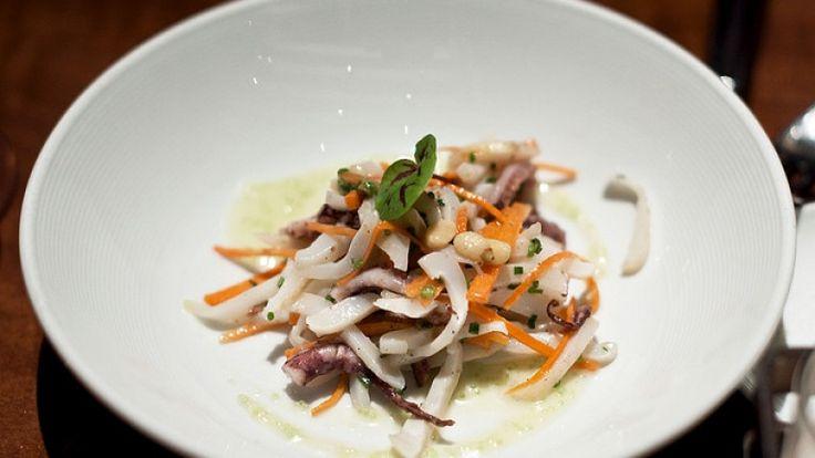 Polpo coi fagioli insalata di polpo coi fagioli basilico carote Ricette di polpo http://winedharma.com/it/dharmag/gennaio-2014/god-cookery-polpo-con-fagioli-olio-extravergine-aromatizzato-alle-erbe