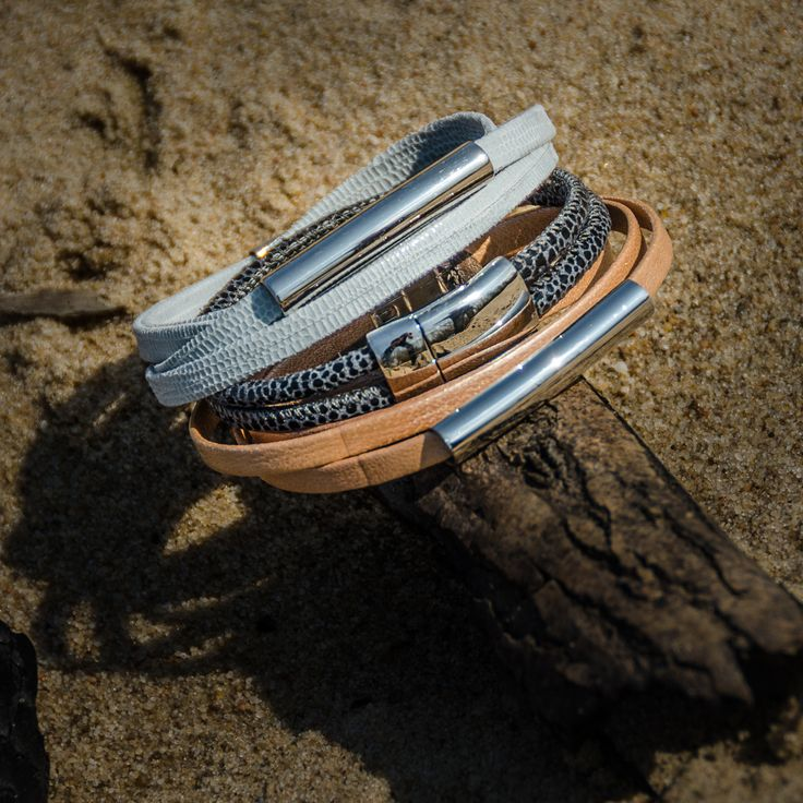Bransoletka ze skóry naturalnej i stali szlachetnej z magnetycznym zapięciem. #fuerza #stylizacja #collection #kolekcja #fashion #stylization #woman #kobieta #beautiful #look #bransoletki #bransoletka #bracelets #bracelet #jewelry