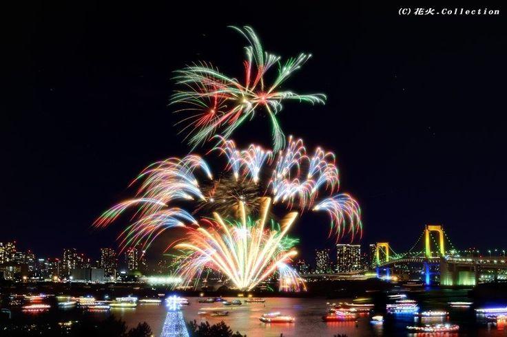 お台場の夜を彩る花火。 Odaiba no yoru o irodoru hanabi. Kembang api yang menghiasi malam Odaiba. http://news.allabout.co.jp/articles/c/464537/
