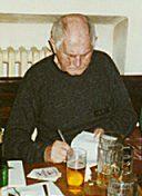 Bohumil Hrabal Stálý host a důležitý člen hospody U Zlatého Tygra a jeho tzv. Hrabalovy Sorbonny (Bohumil Hrabal, Ivo Tretera), čestný prezident hospodské přístolní společnosti zvané Zlatá Praha.