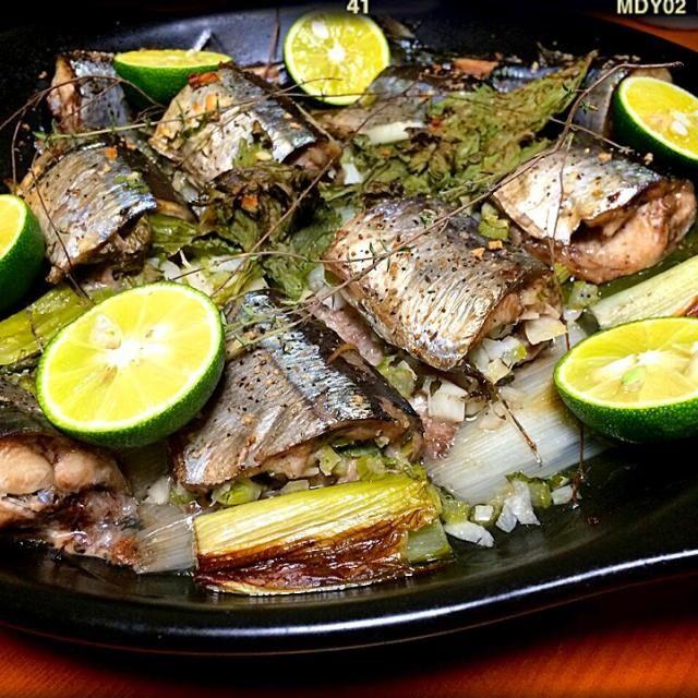 美味しそうだなーと思っていたのと、サンマ久しぶりに食べたいなーとが合わさって作ってみました❤︎ 脂のったサンマでもとても美味しかったです。ハーブは、生タイムとセロリの葉とニンニクで詰めました。 - 147件のもぐもぐ - Cedroさんの料理 Pesce alla griglia  イタリアンぽい焼き魚、旬のアジで(。-_-。)を北海道サンマで! by miigreen