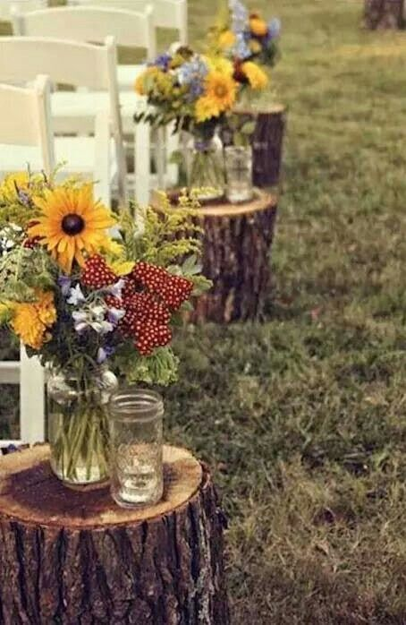 2 stumps with flowers for ceremony area?
