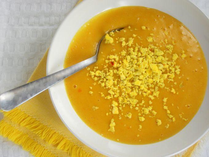Ricetta Portata principale : Crema dorata, allo zafferano con patate, carote e tuorlo d'uovo da Lagonzales