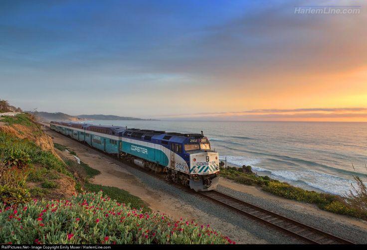 RailPictures.Net Фото: SDNX 2102 San Diego Coaster EMD F40PH в Del Mar, Калифорния Эмили Moser / HarlemLine.com