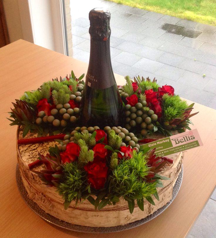 Cava decoratief verpakt in taart met berkenschors.