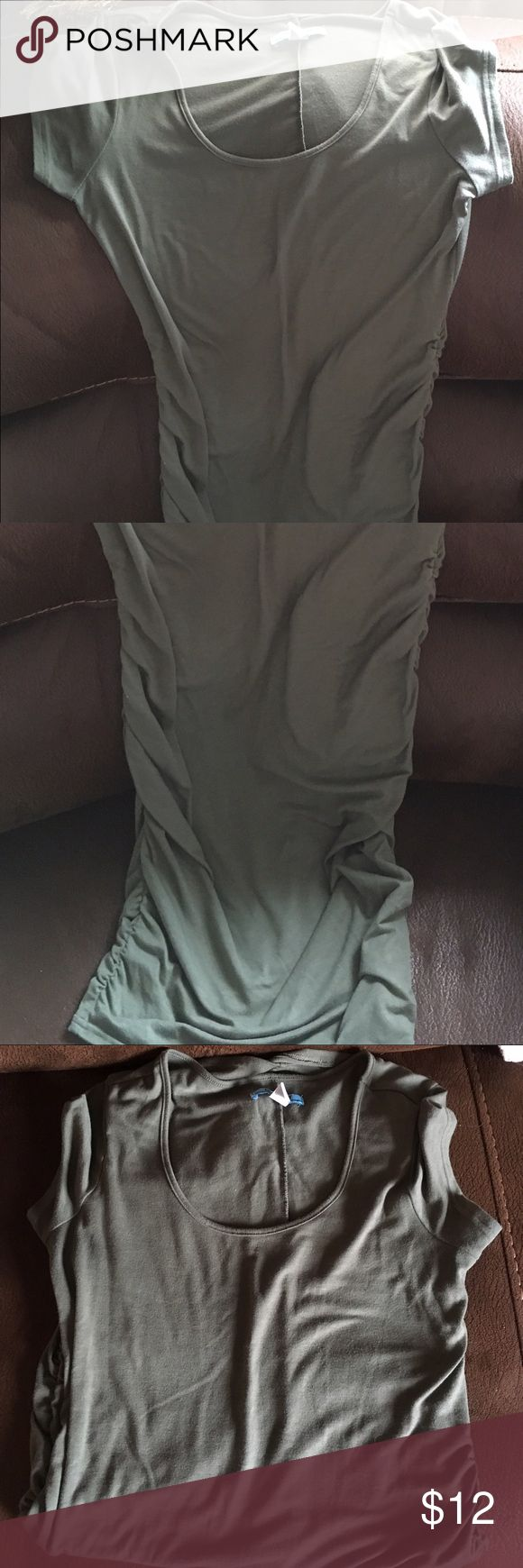 Old Navy Maternity dress Excellent Condition. I loved this dress - it's super comfortable and it also looks SO cute/sexy. 😉 (I can show pic of me wearing it while pregnant if you need just let me know) and this would also fit someone that's a Small like me. It stretches nice. Old Navy Dresses Midi