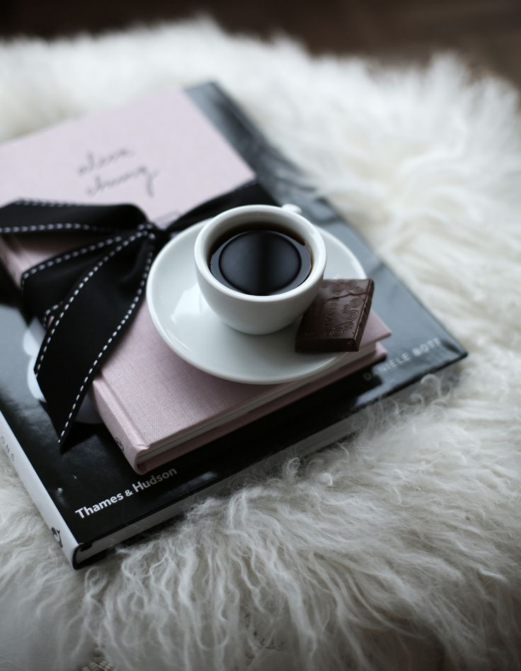 the perfect sunday via fashionsquad  Tea, a square of dark chocolate and Alexa Chung's fashion book.perfect.