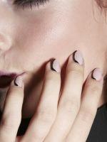 Kunstige zwarte streep - 10 manieren om zwarte nagellak te dragen (ja, óók in de zomer)