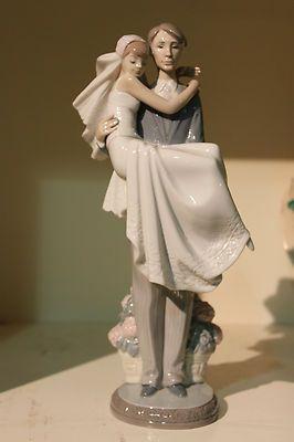 Lladro Bride and Groom Figurine Over the Threshold 5282 Retired NICE