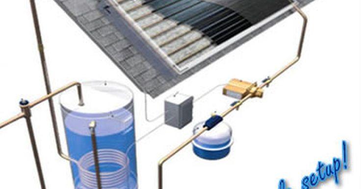 """Como fazer um aquecedor solar de água com PVC. Construir um aquecedor solar de água com encanamento de PVC pode reduzir ou acabar com a necessidade de usar a """"rede"""" para aquecer a água de casa. Ao usar canos de PVC em uma caixa de construção térmica e depois instalar essa caixa em um local que receba muita luz solar, a água será aquecida e bombeada para a casa através da energia térmica. ..."""