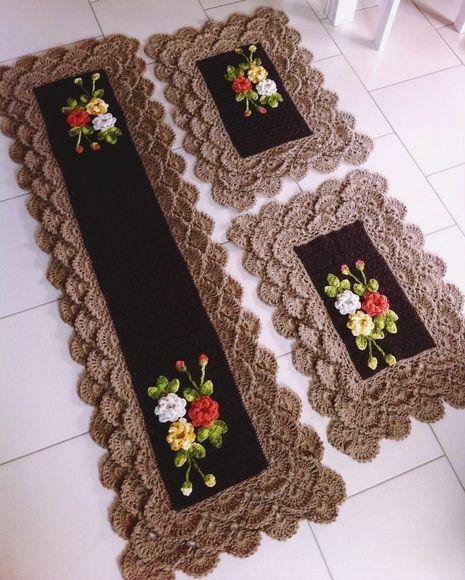 jogo de cozinha em croche rendado com flores 3 peças medida 1,60/0,65 tapete grande 0,80/0,65 os pequenos sob encomenda feito na cor que desejar