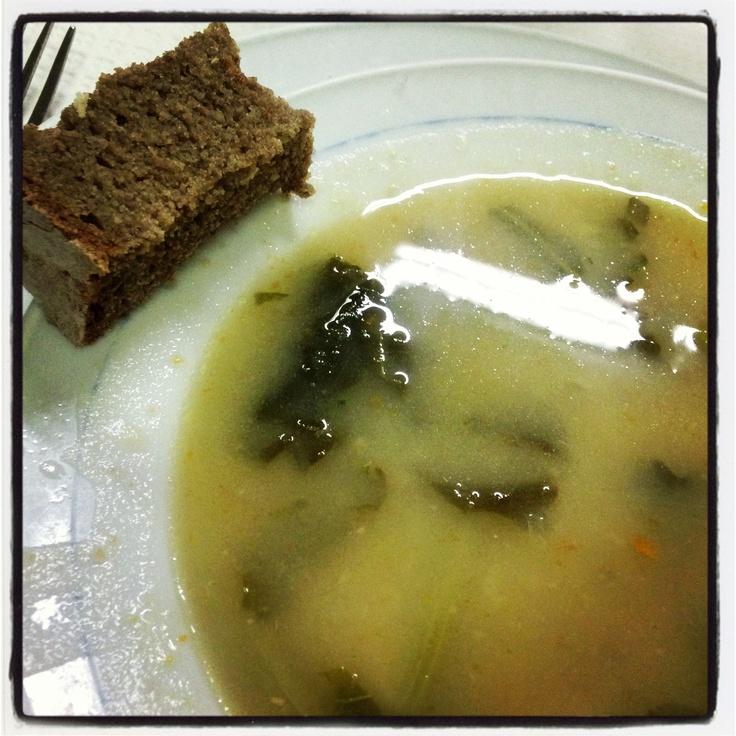 Sopa de couve galega e broa de milho