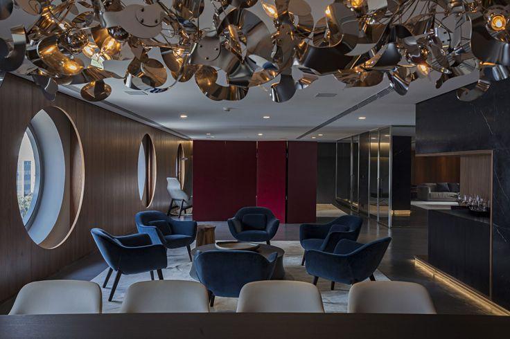 Presidencial, o espaço de 330 metros quadrados leva assinatura de João Armentano e conta com sala de estar, sala de jantar, copa, lavabo, dormitório e solário com jacuzzi.