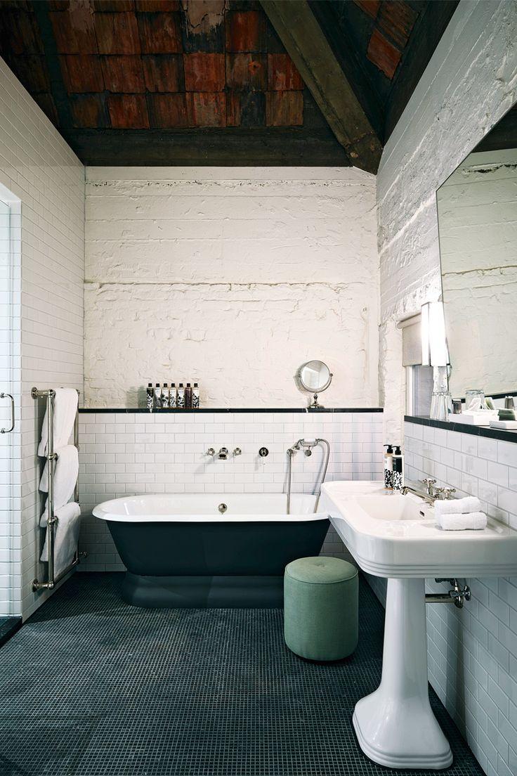 Lofts soho house berl n ba era exenta negro mate azulejos - Banera exenta ...