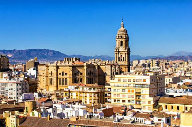 Historical Malaga private tour from Plaza de la Marina with Tourboks.