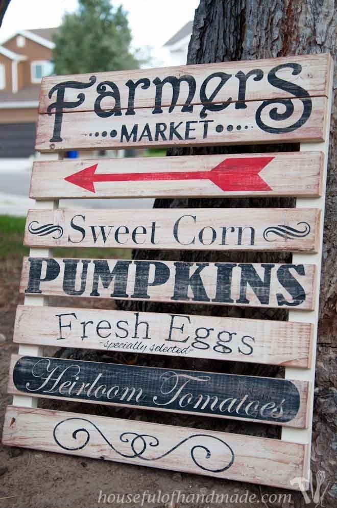 I love the farmer's market and this easy mini pallet sign is perfect for fall decor.  Tutorial from Houseful of Handmade.