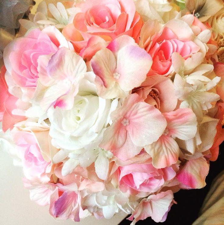 Umělé svatební kytice na přání.