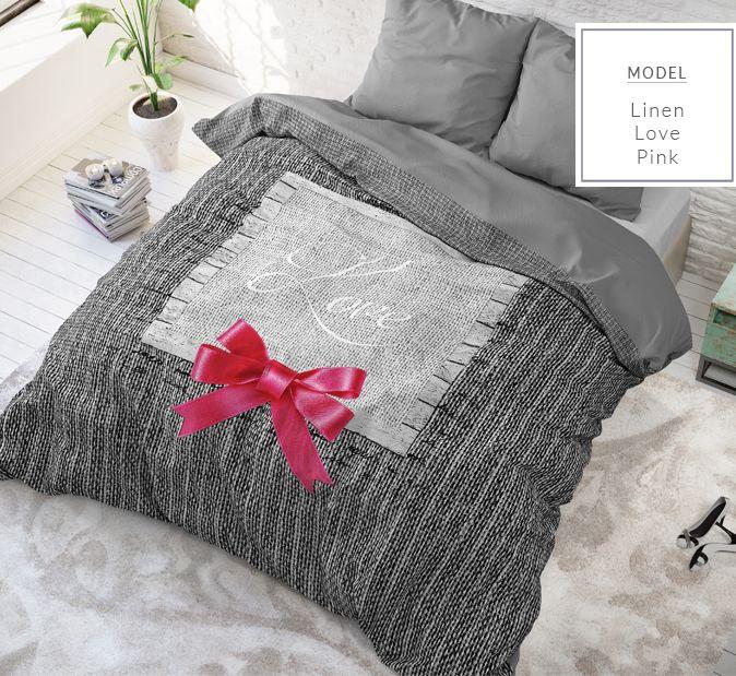 Sivé posteľné obliečky s ružovou mašličkou a nápisom