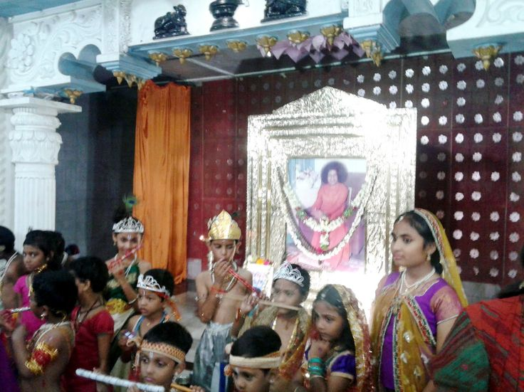 Sri Krishna Janmashtami 2015 Celebrations in Sri Sathya Sai Baba Temple ...