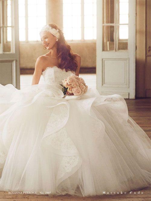溢れ出るロイヤル感が特徴のふわっふわウェディングドレス♡ヨーロピアンなウェディングの参考にしたい結婚式・ブライダルのアイデア☆
