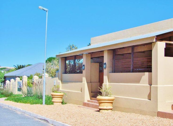 Located in the heart of #Gansbaai, only 2 hours from Cape Town Intl Airport, Gansbaai Town Lodge provides a relaxed atmosphere for the perfect break away